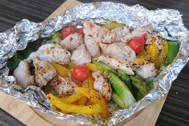 彩り野菜とチキンのホットサラダ